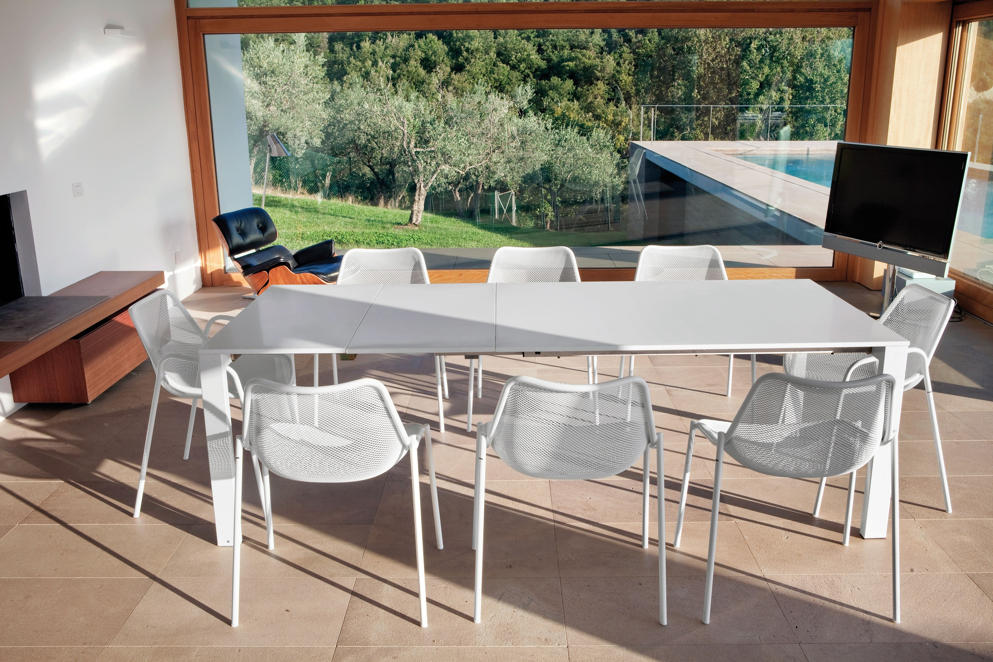 Round Extendable Table | The Modern Home Company